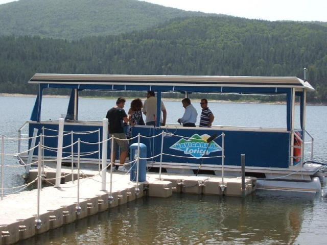 Battello elettrico sul Lago Arvo Lorica