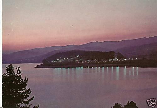 Tramonto sul lago Arvo