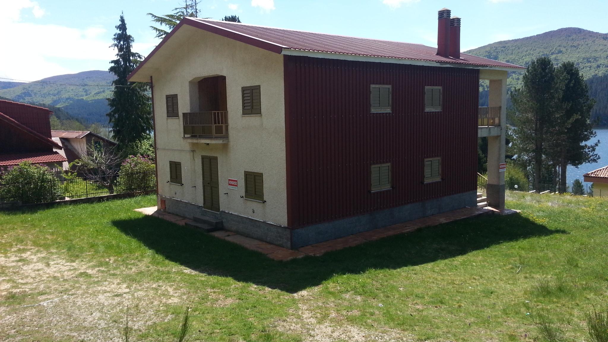Vendesi casa a Lorica